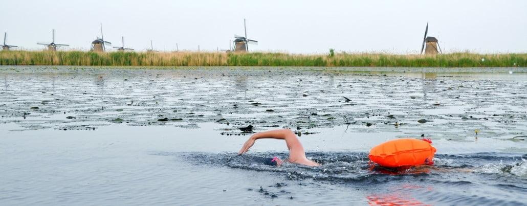Mellis zwemt