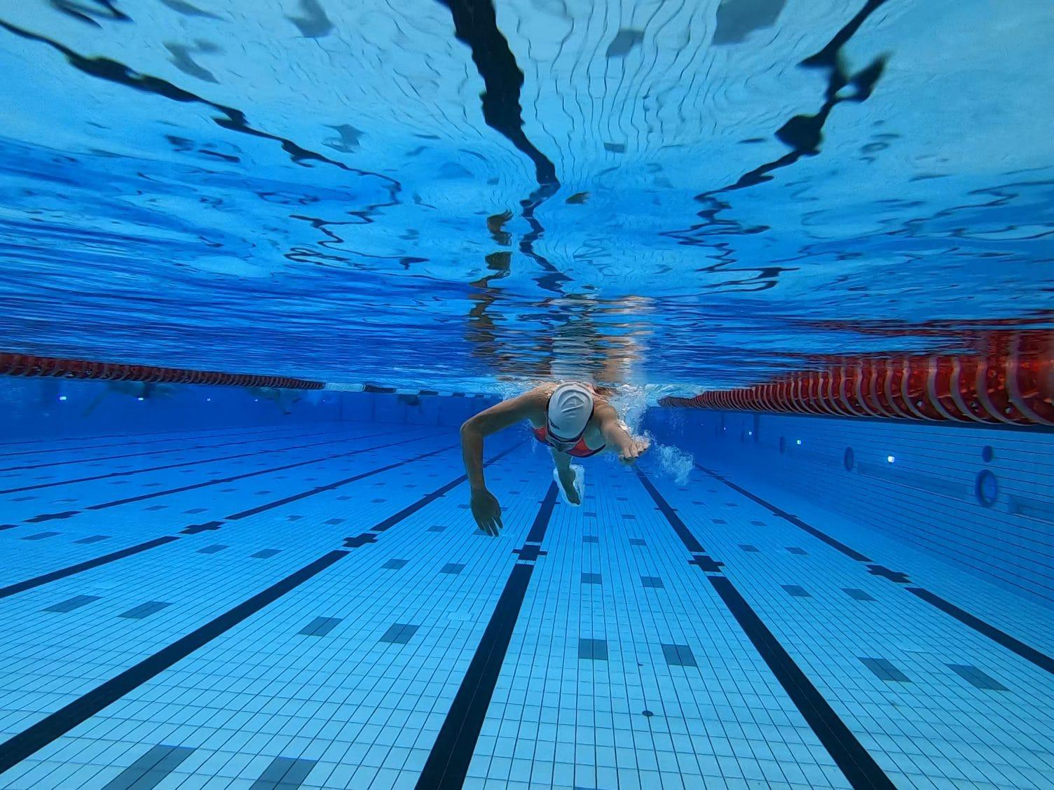 Doorhaal zwemmen onderwater
