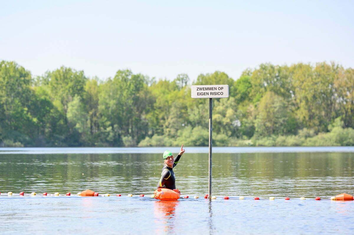 Alleen in open water zwemmen